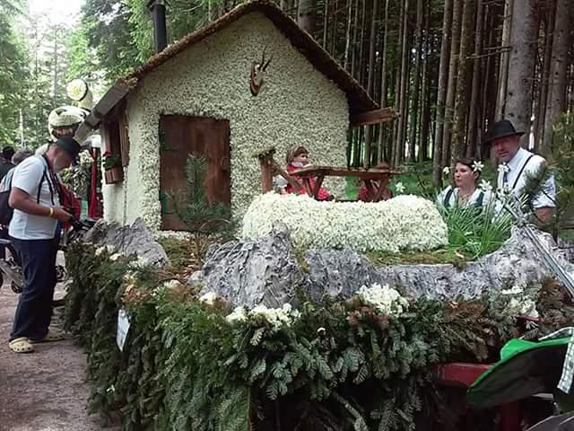 Narzissenfest altaussee Almhütte des Generationenhauses